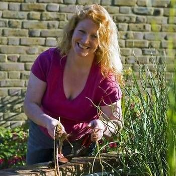 Charlie Dimmock by pond